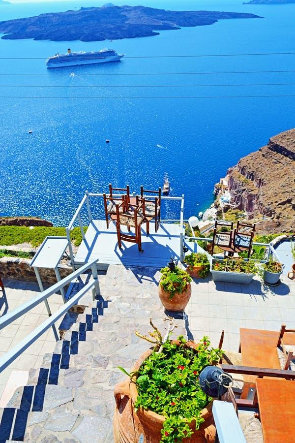 Терраса Santorini Греция кальдеры панорамная стоковые изображения