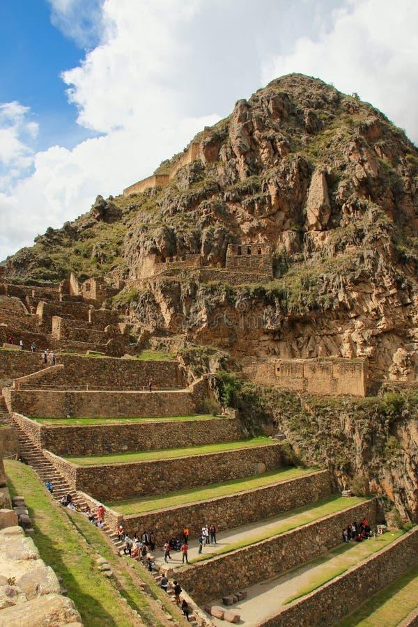 Террасы Pumatallis на крепости Inca в Ollantaytambo, pe стоковое изображение rf