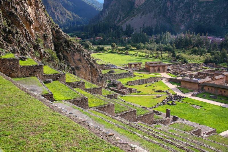 Террасы Pumatallis на крепости Inca в Ollantaytambo, pe стоковая фотография