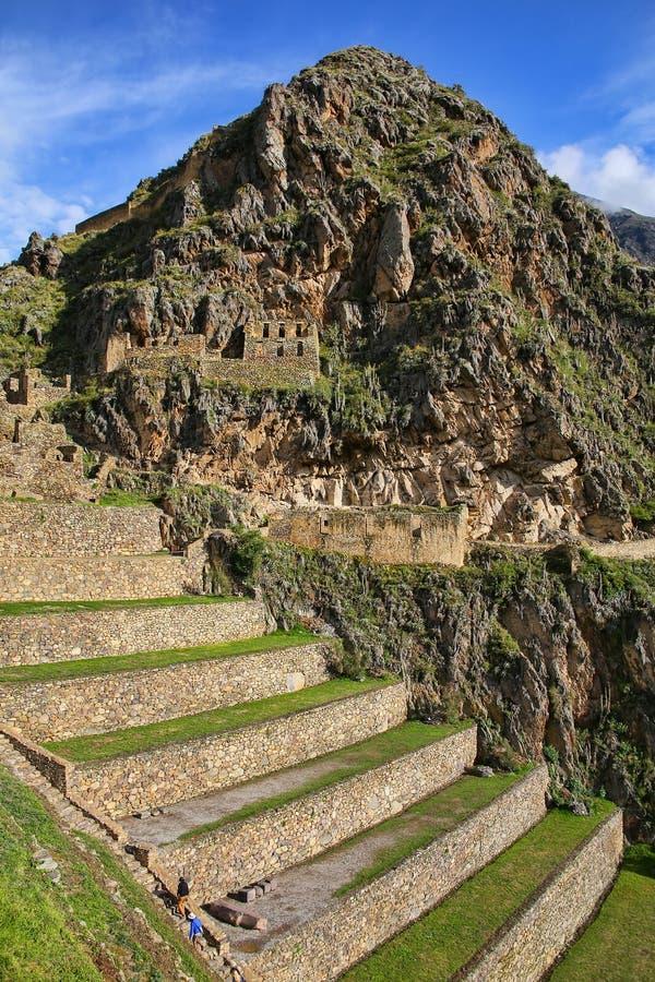 Террасы Pumatallis на крепости Inca в Ollantaytambo, pe стоковые фото