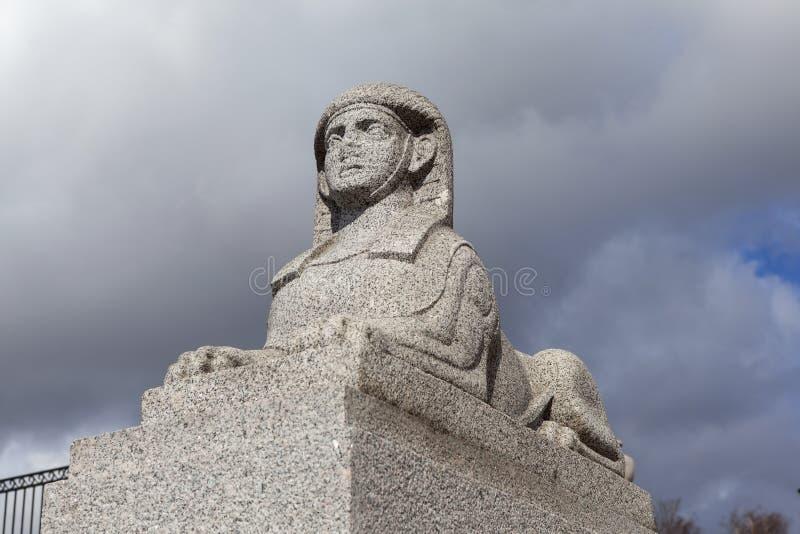 Террас-пристань камня нары сфинкса напротив бывшего имущества Kushelev-Bezborodko святой petersburg стоковые изображения rf