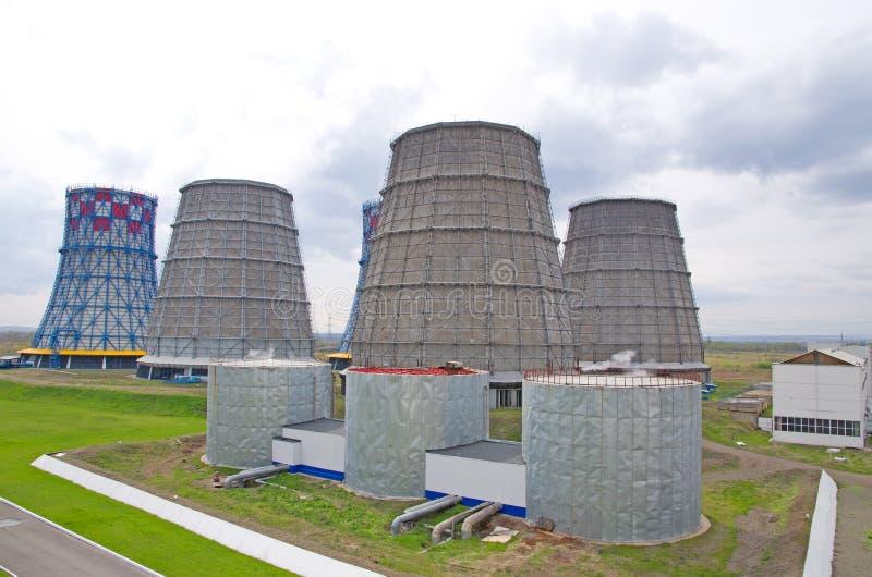Территория жары и электростанции Танки и стояки водяного охлаждения аккумулятора Конец-вверх стоковое фото rf