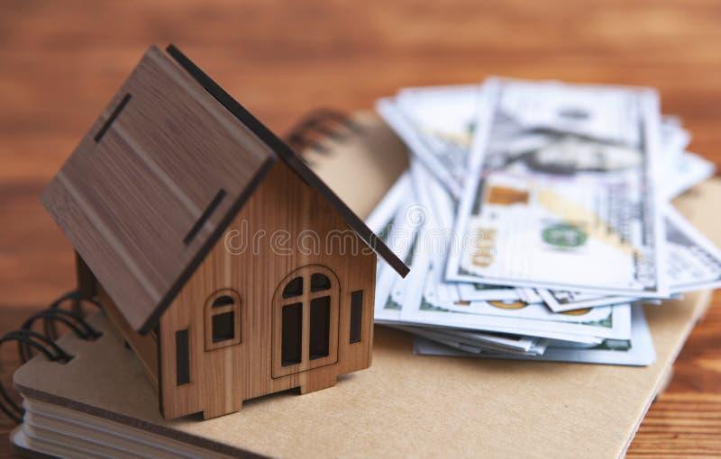 Тетрадь долларов дома стоковое изображение