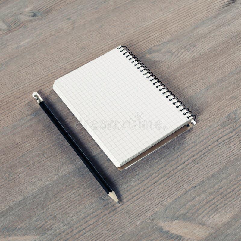Тетрадь и карандаш стоковое фото rf