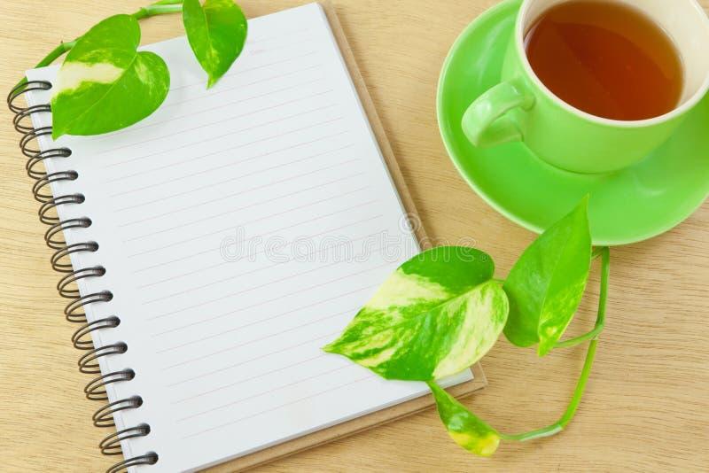 тетрадь рециркулирует чай стоковое фото rf