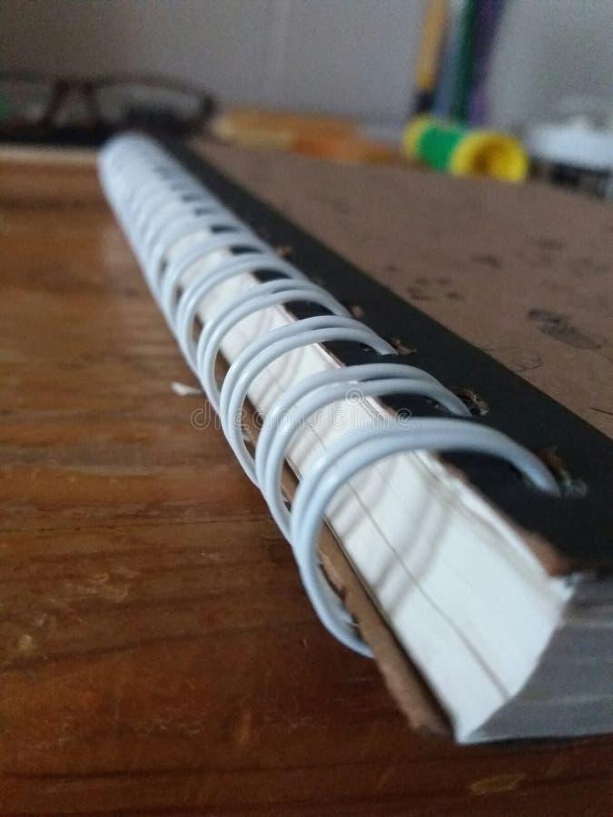 Тетрадь спирального изгиба назад к школьным принадлежностям стоковое фото rf