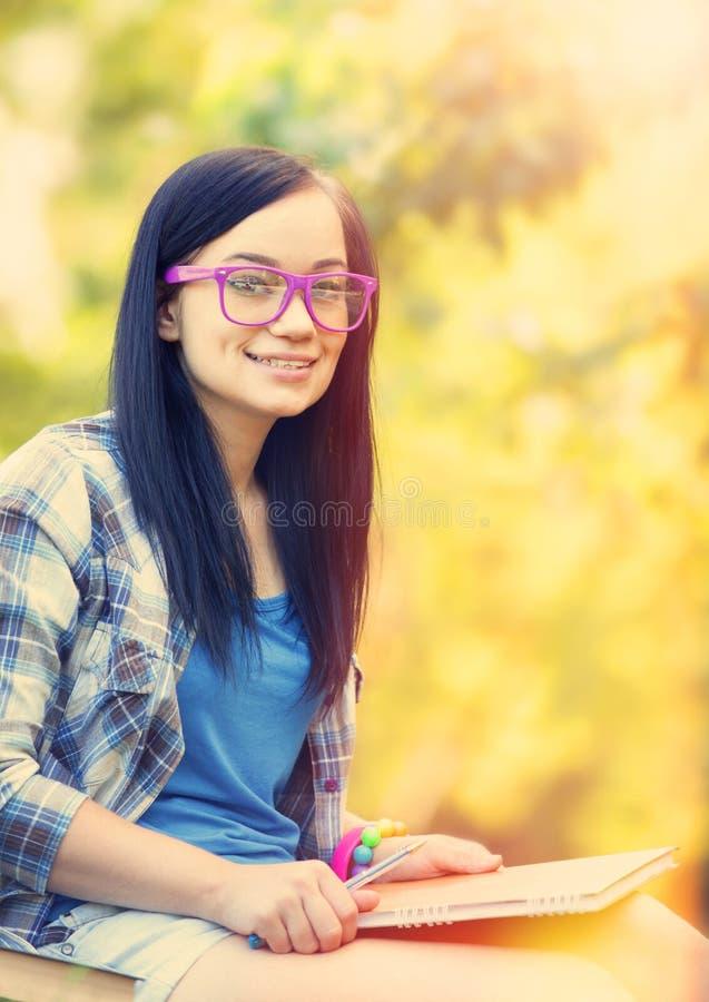 тетрадь девушки предназначенная для подростков стоковое фото rf