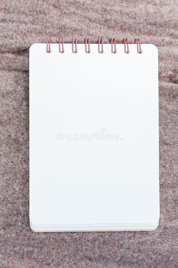 Тетрадь на ткани стоковое фото