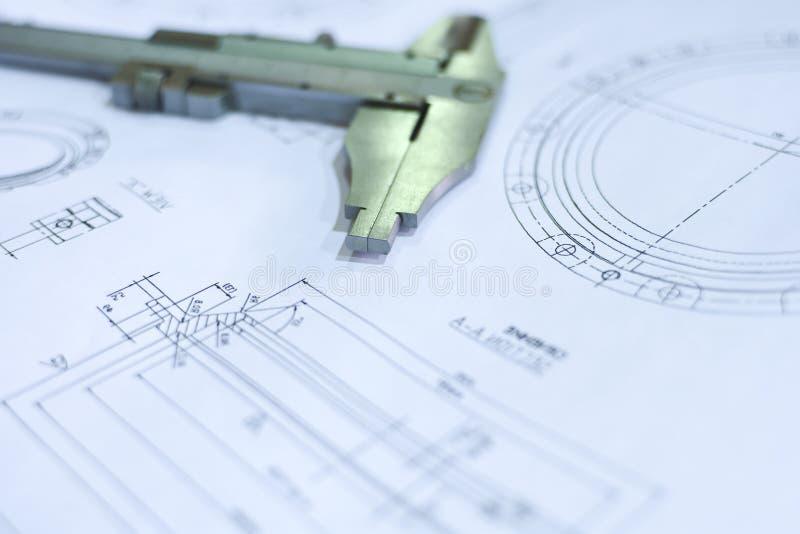 Технический чертеж и крумциркуль конца-вверх Предпосылка концепции техническая стоковые изображения rf