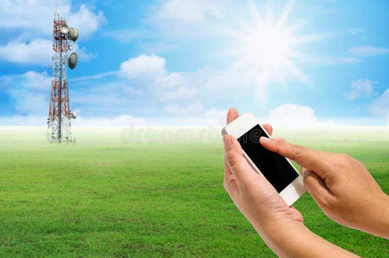 Технологию мобильного устройства можно использовать в много путей Много объектов теперь широко используемый передвижной мир стоковое фото rf