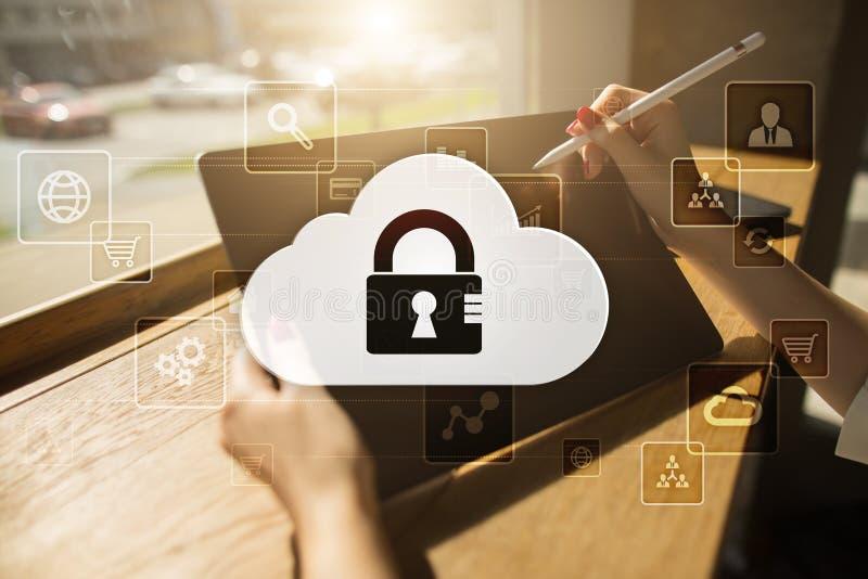 Технология облака Хранение данных Концепция сети и интернет-обслуживания стоковые изображения rf