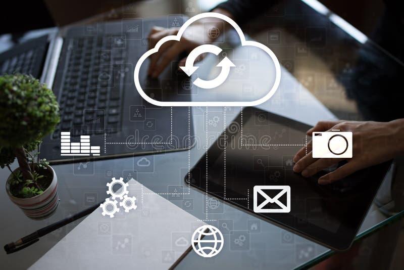 Технология облака Хранение данных Концепция сети и интернет-обслуживания стоковое фото rf