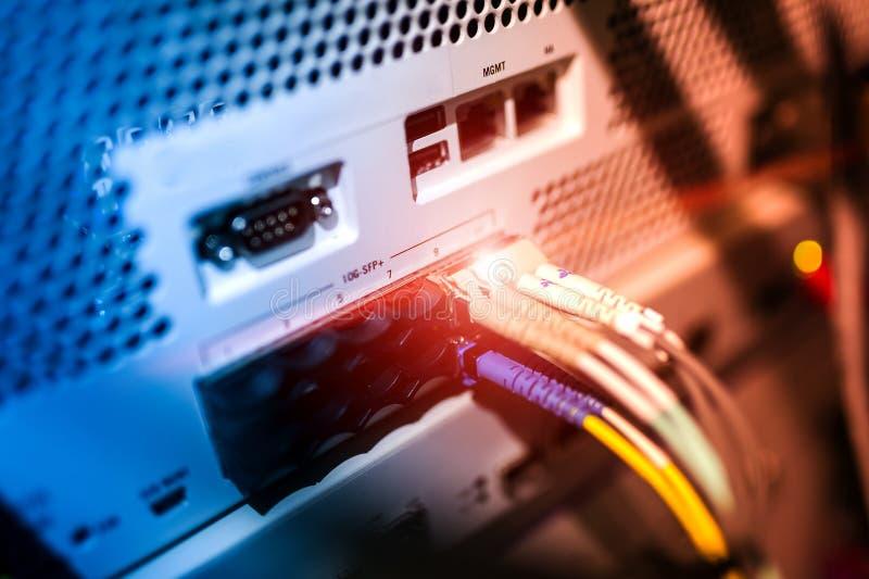 Download Технология переключателя ядра в месте комнаты сети Стоковое Фото - изображение насчитывающей компьютер, backhoe: 81812224