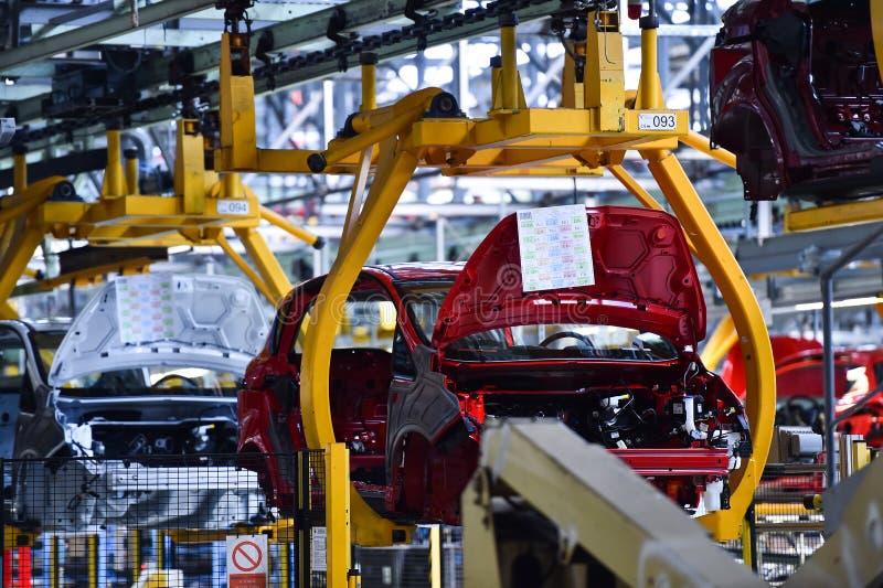 Тела автомобиля на производственной линии стоковое изображение rf