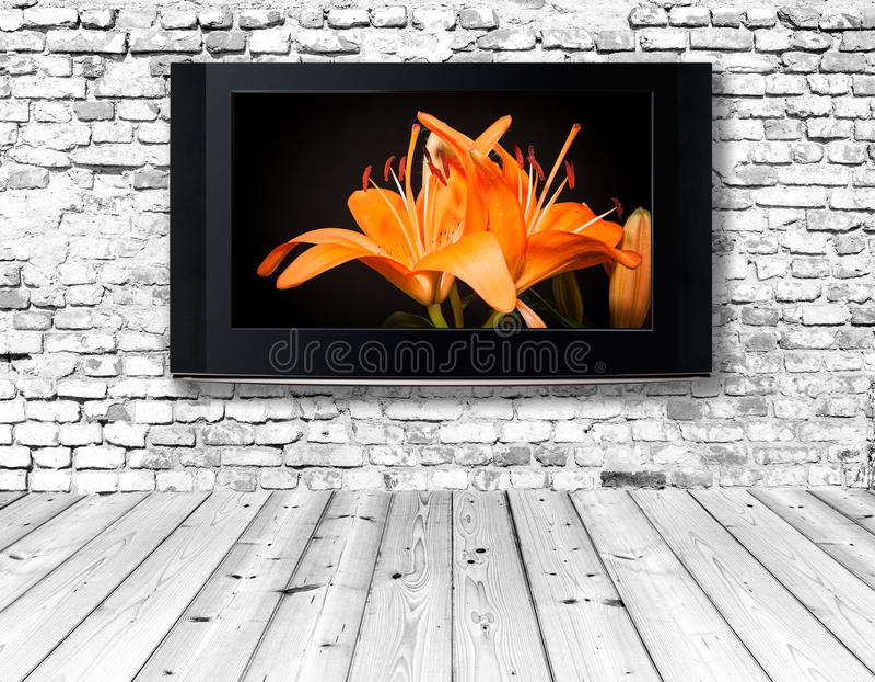 Download Телевизор на старой стене стоковое изображение. изображение насчитывающей hardwood - 40585677