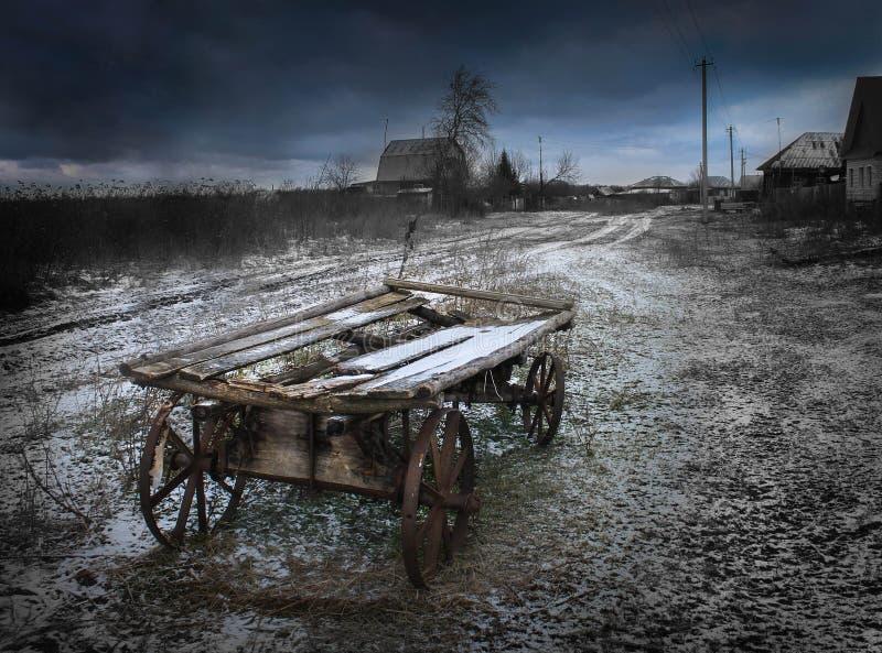 Тележка деревни, ноча, темнота, страшная, ноча, темнота, облака, шторм стоковые фотографии rf