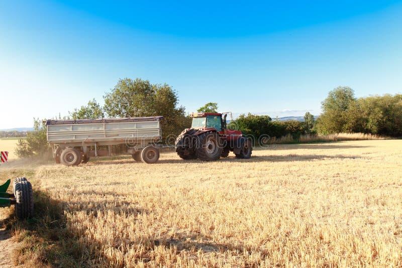 Тележка прицепа для трактора стоковое фото rf
