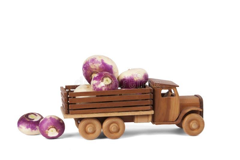 Тележка турнепса игрушки деревянная стоковые фото