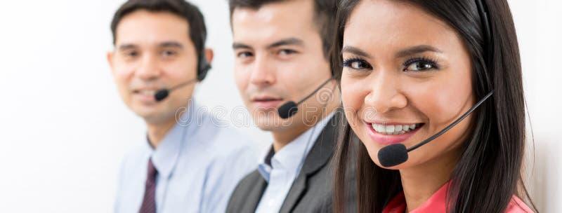 Телемаркетинг центра телефонного обслуживания или команда обслуживания клиента стоковая фотография