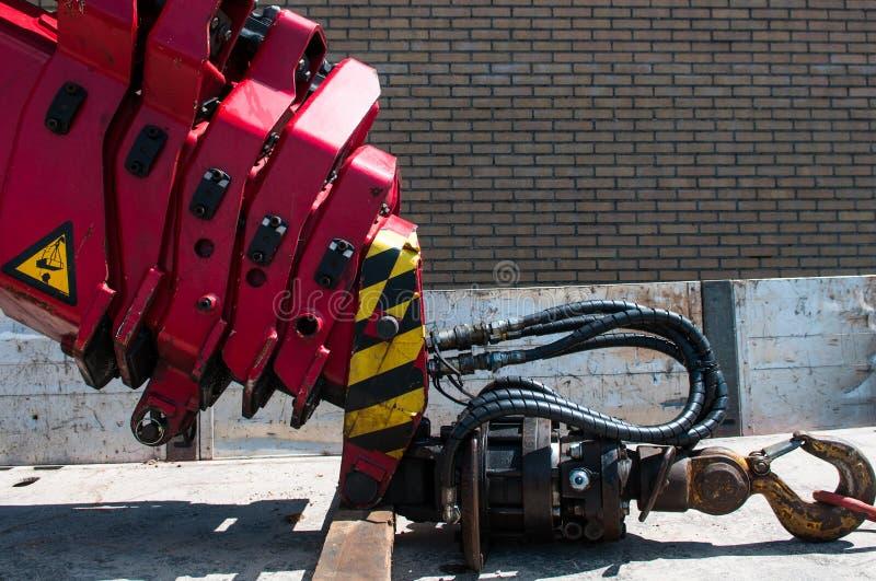 Телескопичный красный крюк крана тележки стоковое изображение rf