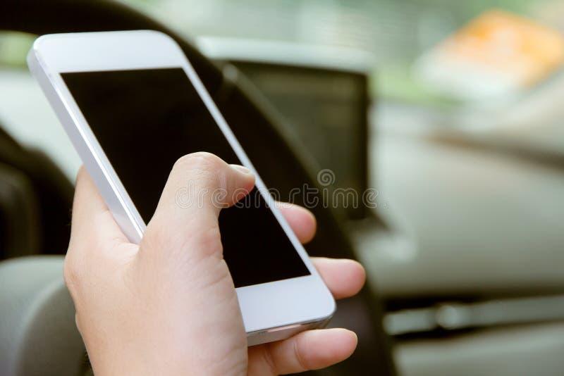 Телефонный звонок в автомобиле стоковое изображение