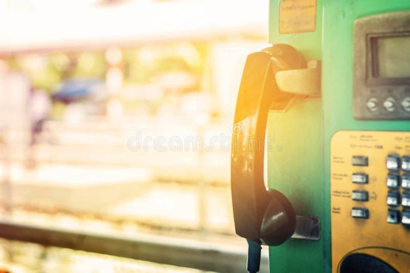 Телефон в железнодорожном вокзале стоковое изображение