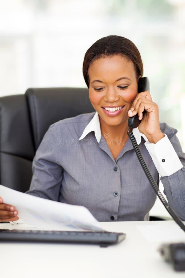 Телефон работника офиса стоковые изображения rf