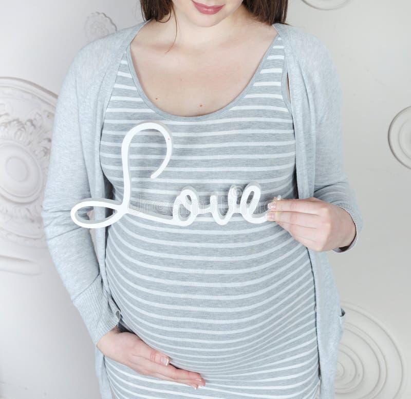 Тело беременной женщины стоковое изображение rf