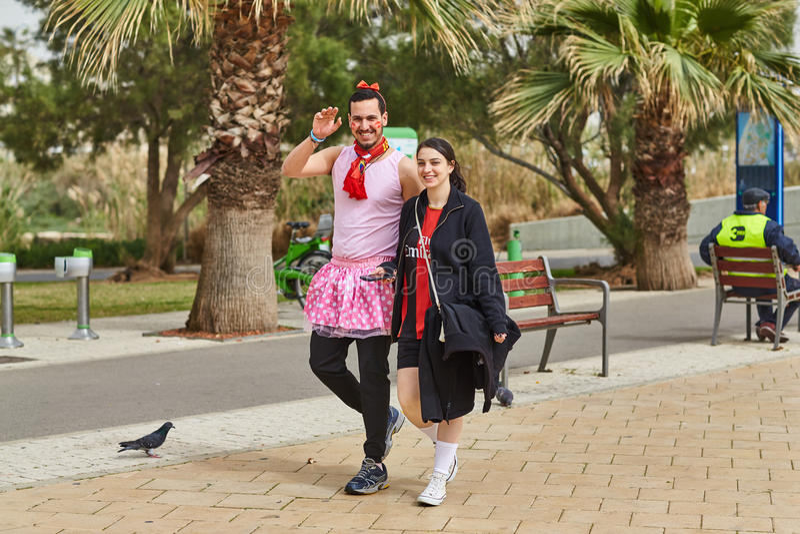 Тель-Авив - 20-ое февраля 2017: Костюмы людей нося в Израиле d стоковое изображение rf