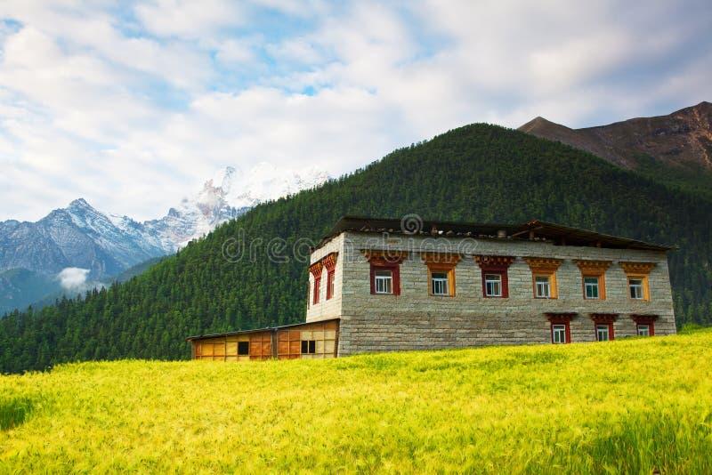 тибетец здания yading стоковое изображение rf