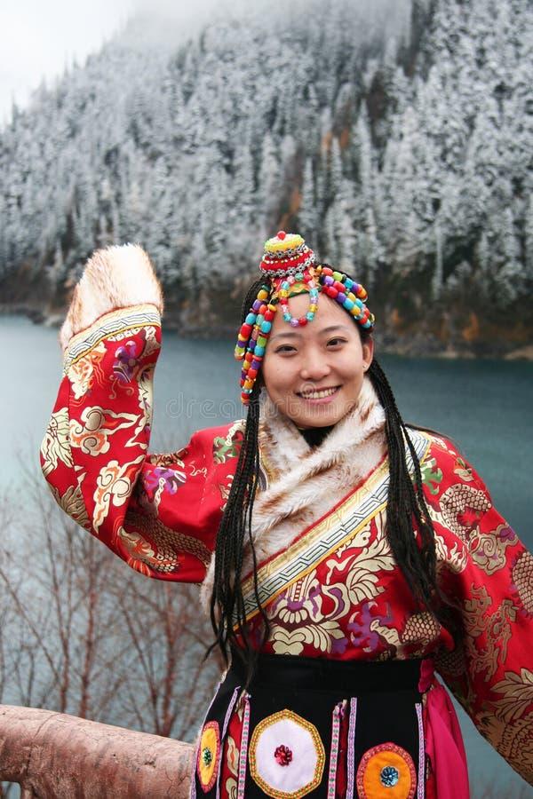 Тибетская девушка в традиционной одежде стоковое фото rf