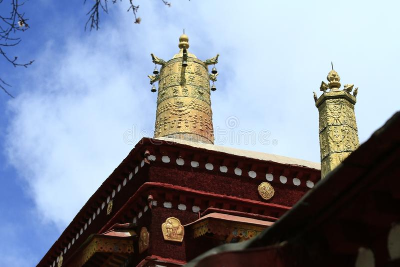 Тибетская золотая крыша стоковые изображения