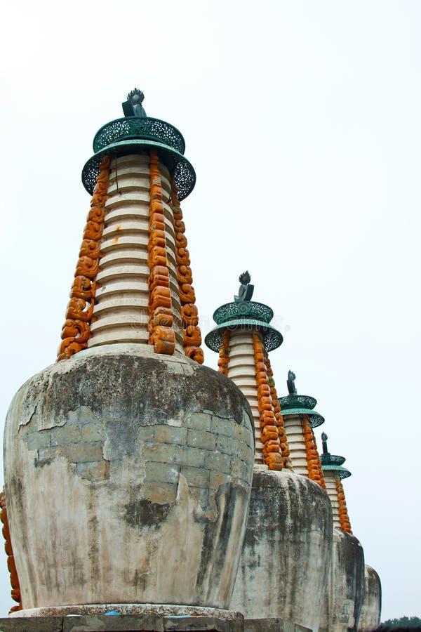 Тибетская пагода лама внутри стародедовского виска, Chengde, горы r стоковое изображение