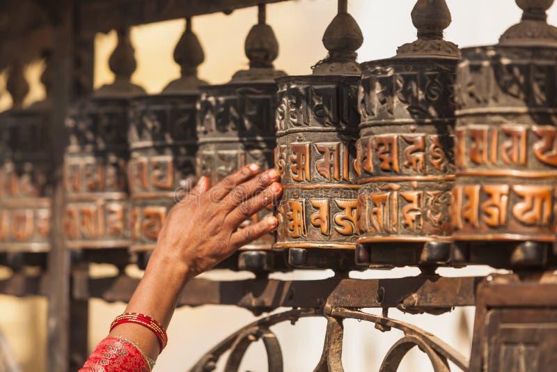 Тибетские колеса молитве или крены молитве верного буддиста стоковые изображения rf