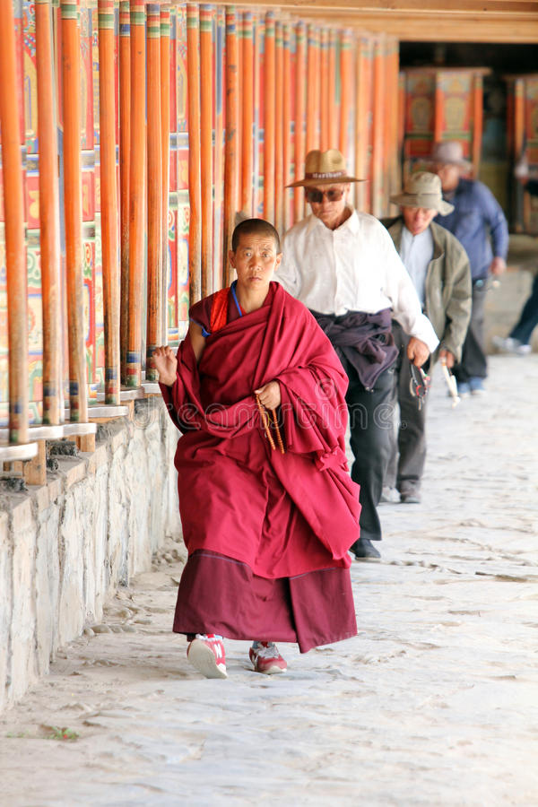 Тибетские паломники на Labrang monastary в 2015 стоковое фото