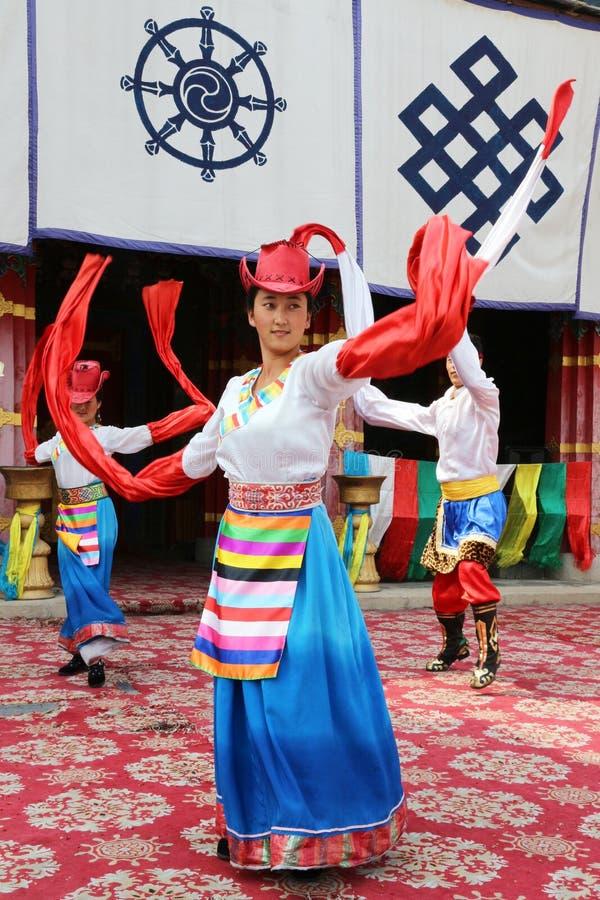Тибетские танцоры стоковые изображения