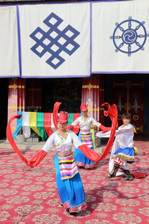 Тибетские танцоры стоковая фотография rf