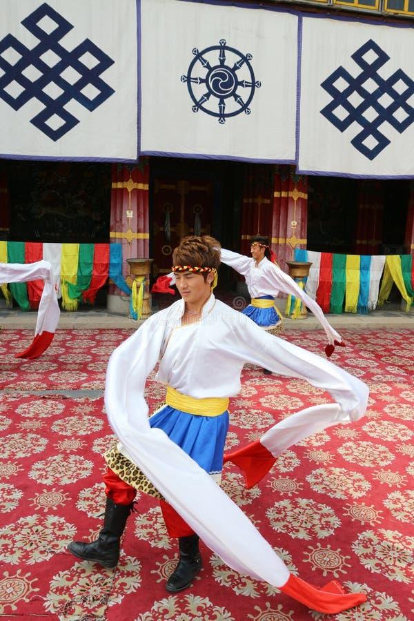 Тибетские танцоры стоковое изображение