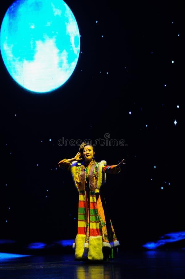 Тибетское фольклорное песн-большое  show†сценариев масштаба  legend†дороги стоковое фото rf