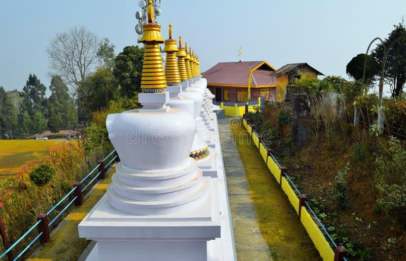 Тибетское stupa в красочном дне стоковое фото