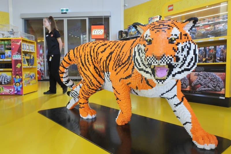 Тигр сделанный из много кирпичей Lego стоковая фотография