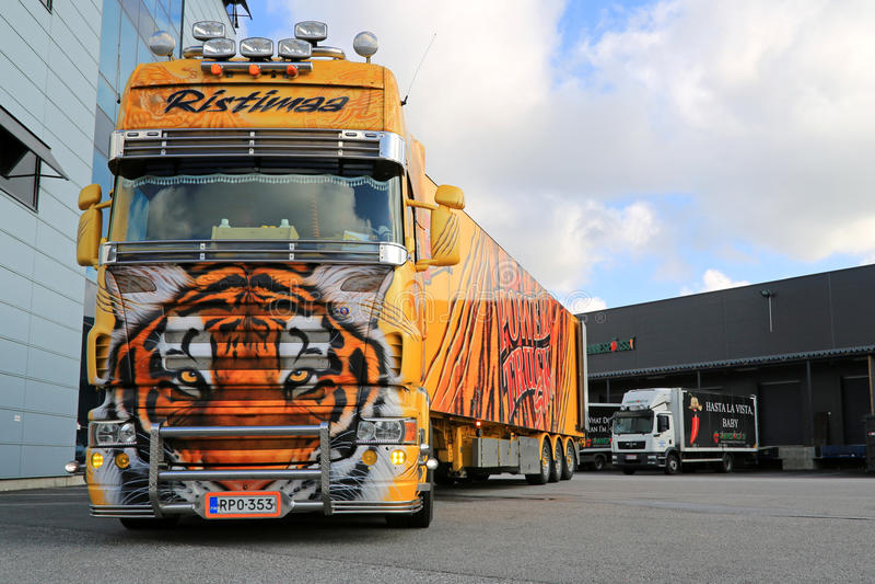 Тигр тележки выставки Scania R620 на складе стоковое изображение rf