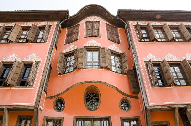 Типичная архитектура в старом городке, Пловдив, Болгария стоковое фото rf
