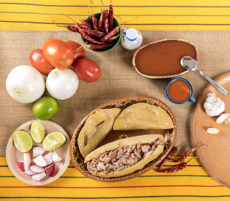 Типичная мексиканская кухня стоковые изображения rf