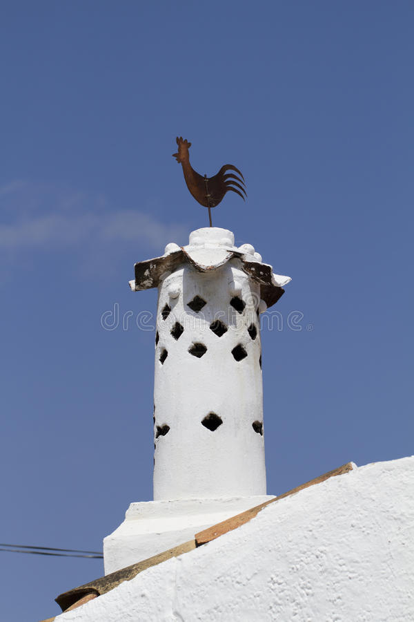 Типичная печная труба Algarve стоковые изображения rf