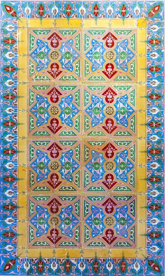 Типичная португальская старая керамическая стена кроет Azulejos черепицей, Португалию стоковое фото
