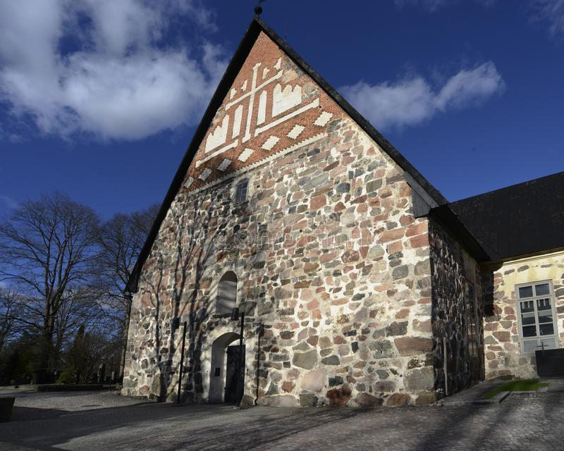 Типичная старая финская церковь камня лютеранина стоковые фотографии rf