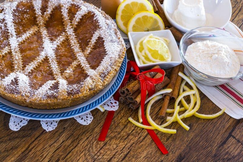 Download Типичная сладостная кампания - неаполитанское Pastiera Стоковое Фото - изображение насчитывающей bakersfield, лимон: 40587472