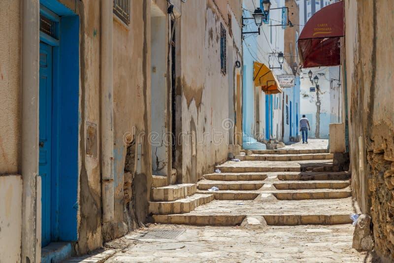 Типичная улица внутри средневекового Sousse medina стоковое изображение