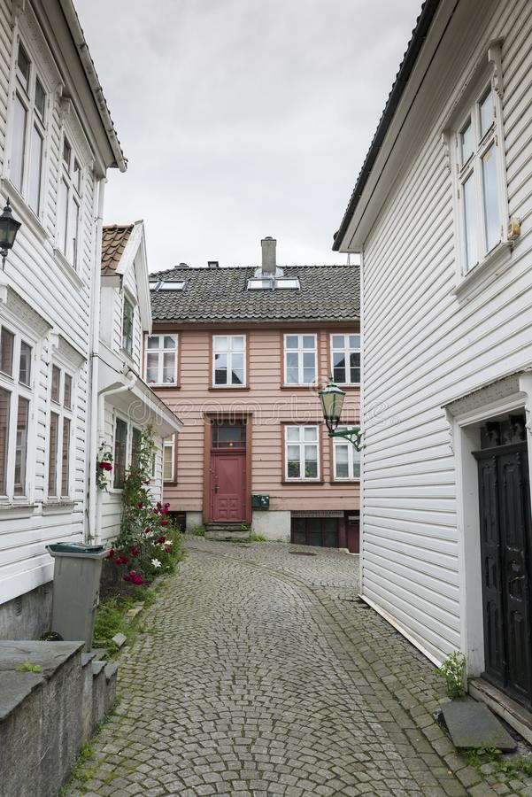 Типичная улица в Бергене в Норвегии стоковые изображения